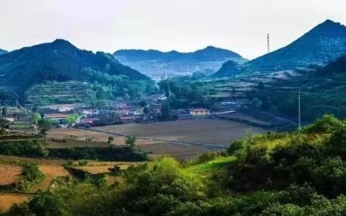 30万改造一个农村小院,卖到2000元/晚,民宿如何带动乡村经济?